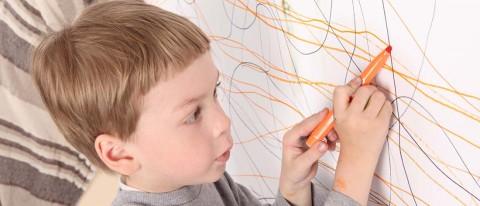 ninopintando 1100x472 480x206 - Aprobado el incremento de la cuantía de compensación por la gestión de ayudas para los centros de educación infantil andaluces