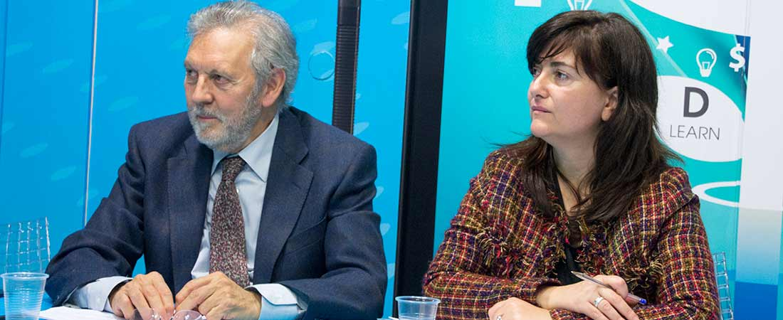 foto de noticia de junta directiva sectorial infantil octubre 2016 - El presidente de ACADE se reune con la consejera de Economía, Empleo y Hacienda de la Comunidad de Madrid