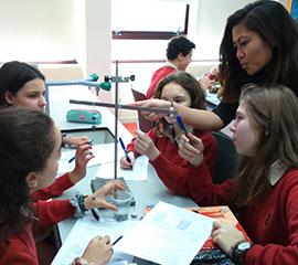 foto-de-portada-de-alumnos-del-mit-comparten-experiencias-en-colegio-peleteiro