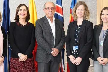 El colegio británico Caxton College recibe la visita del pediatra Fernando García-Sala