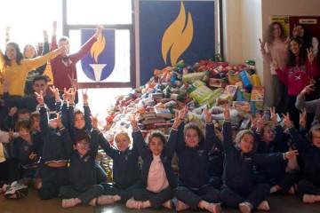 Alumnos del colegio Manuel Peleteiro reúnen una tonelada de alimentos en 48 horas