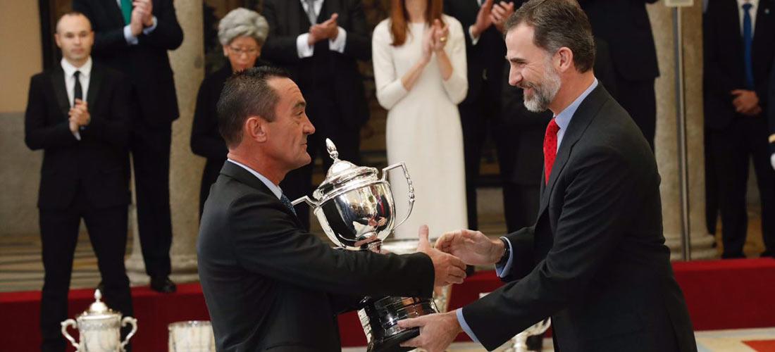 base web - Colegio Base recibe el Premio Nacional del Deporte 2015 de mano Felipe VI