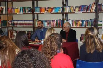 El escritor José María Merino conversa con los alumnos de El Centro Inglés