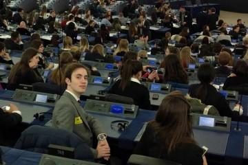Alumnos del colegio San José de Estepona participan en una Sesión Plenaria del Parlamento Europeo en Estrasburgo