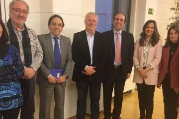 El presidente de ACADE y de la Comisión de Educación de CEOE se reúne con el Grupo Parlamentario del PSOE