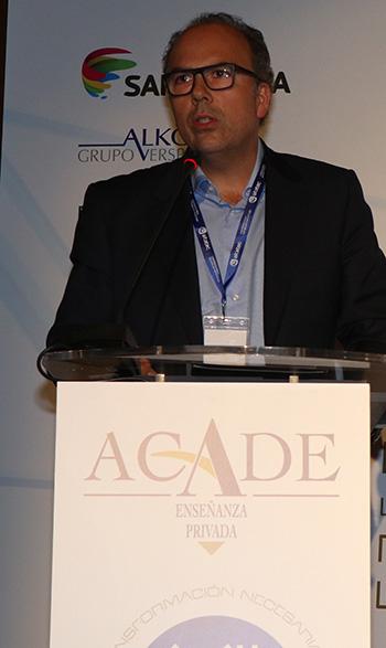 oscar convencion 350x590 - Nacen el Club de Excelencia e Innovación y la App de ACADE