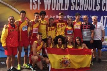 El equipo femenino de atletismo del colegio Base, subcampeón del mundo representando a España