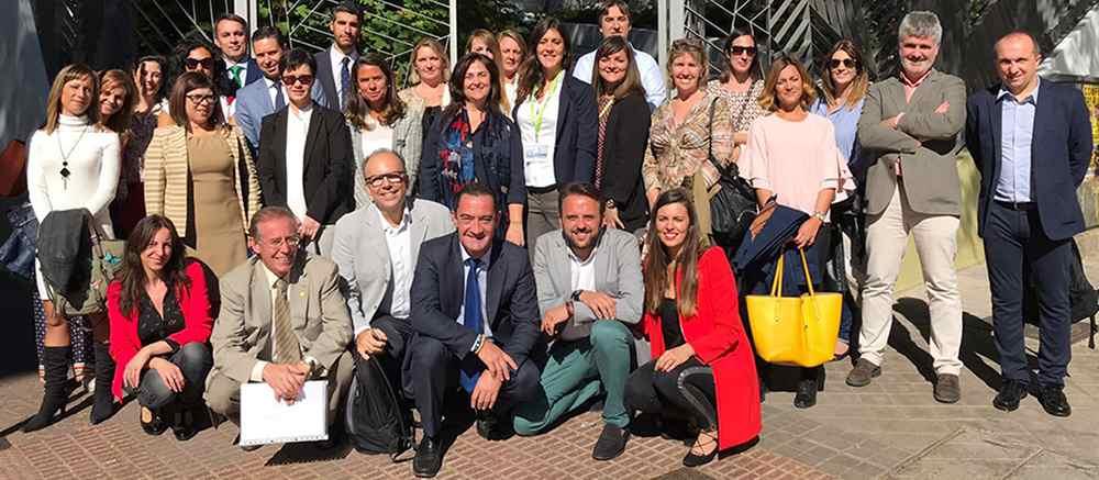 2 sesion club excelencia acade foto familia - El colegio Ramón y Cajal de Madrid abordó su nuevo concepto de espacio pedagógico en el Club de Excelencia e Innovación de ACADE