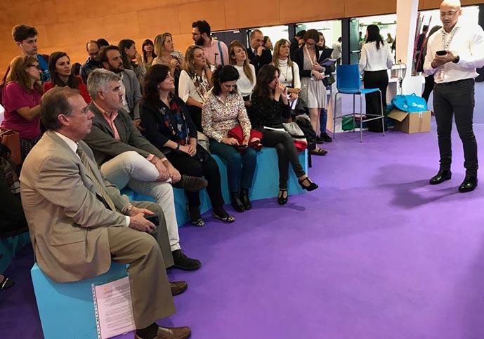 SIMO 2 sesion Clun Excelencia ACADE 689x483 - El colegio Ramón y Cajal de Madrid abordó su nuevo concepto de espacio pedagógico en el Club de Excelencia e Innovación de ACADE