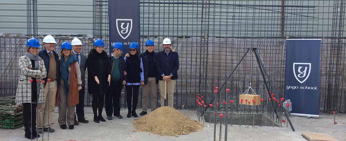 actoprimerapiedraYagoSchool2 - Yago School pone la primera piedra de un nuevo edificio de oficinas