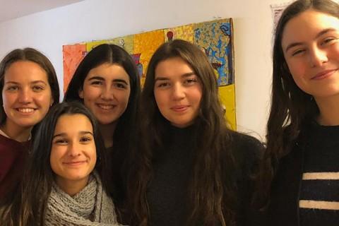 alumnas ganadoras colegio Obradoiro 480x320 - Cinco estudiantes de bachillerato de Obradoiro ganadoras del concurso solidario Historias en Red