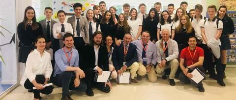 """IN encuentro debate laude fontenebro 480x205 - Jaume Funes alerta de la """"distancia abismal"""" entre la enseñanza Secundaria y la adolescencia"""