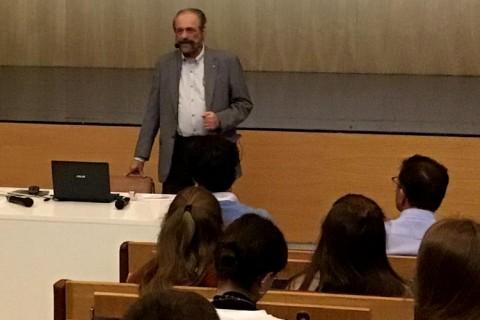 peleteiro 1 480x320 - Conferencia sobre la situación económica mundial en el colegio Manuel Peleteiro