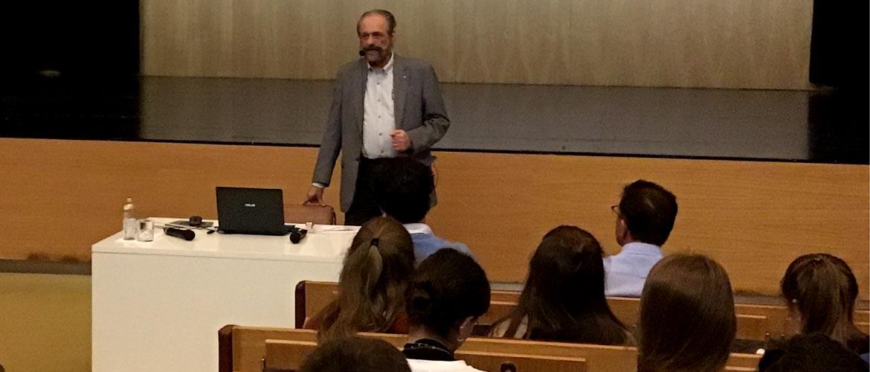 peleteiro 1 - Conferencia sobre la situación económica mundial en el colegio Manuel Peleteiro