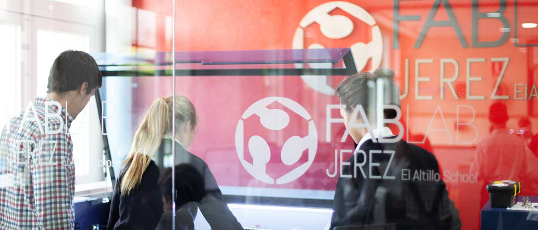 FAB LAB ALUMNAS LASSER CUT 201905 3 1 - El FAB LAB El Altillo Jerez del colegio Laude El Altillo School forma parte de la Red Internacional de Fab Labs