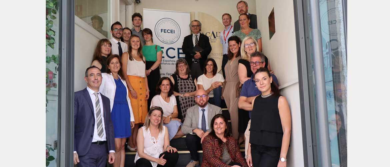 fecei acuerdo plasticos - FECEI reúne a editoriales y entidades de evaluación de idiomas para reducir el uso de plásticos en el sector