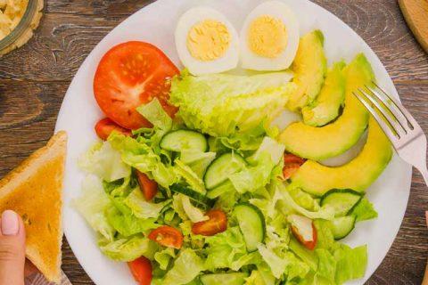 ensalada alimento 480x320 - Consejos de la División de Prevención, Seguridad y Salud de ACADE para evitar intoxicaciones alimentarias