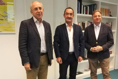 reunio El mundo 480x320 - El presidente de ACADE se reúne con el director de El Mundo