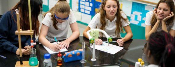 estudiantes quimica 570x220 - Home