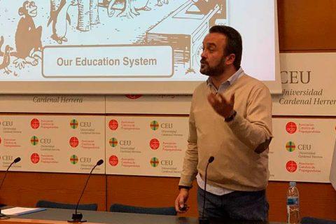 Franc 480x320 - El vicepresidente de ACADE imparte una conferencia en la Universidad CEU Cardenal Herrera