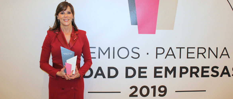 Maite Marín. Premio Mujer Empresaria Ciudad de Empreas Paterna 1 - Maite Marín, directora del Complejo Educativo Mas Camarena, recibe el Premio Mujer Empresaria 2019