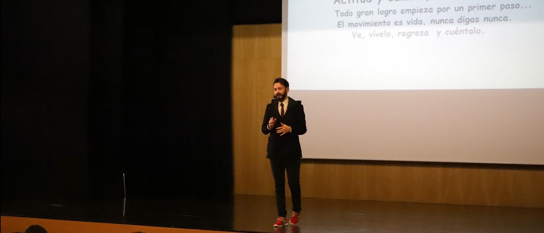 Victor Tasende 3 buena 1 - Éxito de la campaña navideña en el colegio Peleteiro con la recolección de más de 4.400 kilos