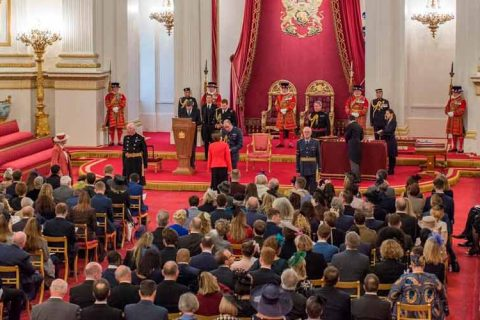 anne mcewan obe investiture duke cambridge web 480x320 - La fundadora del The British School of Barcelona es investida por el duque de Cambridge con la Orden del Imperio Británico