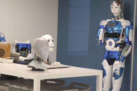 robots web 480x320 - La Inteligencia Artificial aplicada al aula protagonista de la última sesión del Club de Excelencia e Innovación