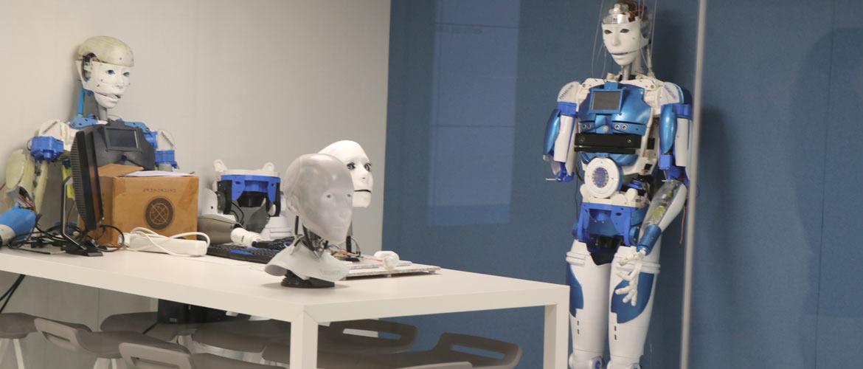 robots web - La Inteligencia Artificial aplicada al aula protagonista de la última sesión del Club de Excelencia e Innovación