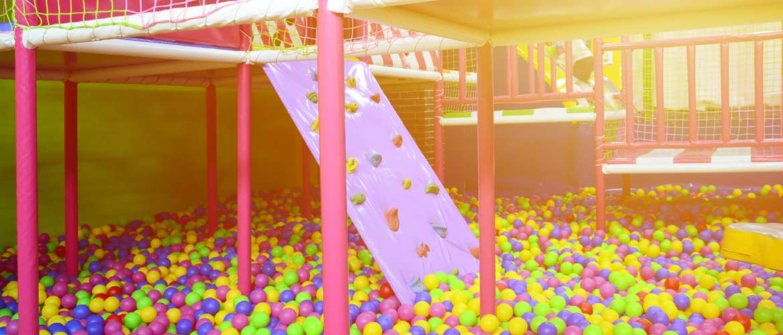 piscina de bolas sin niños web - ACADE alerta de la posible apertura de centros de ocio infantil y ludotecas