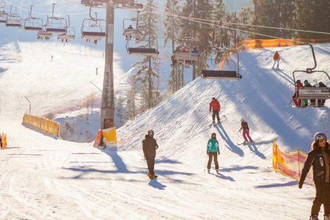 esquiadores web 480x320 - Hatton Events te propone que te adelantes con tus alumnos al invierno en el verano