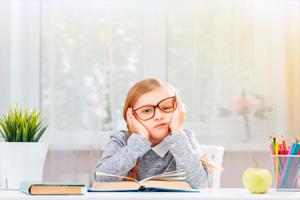 niña con gafas web - ACADE ONLINE la nueva plataforma para tu teleformación