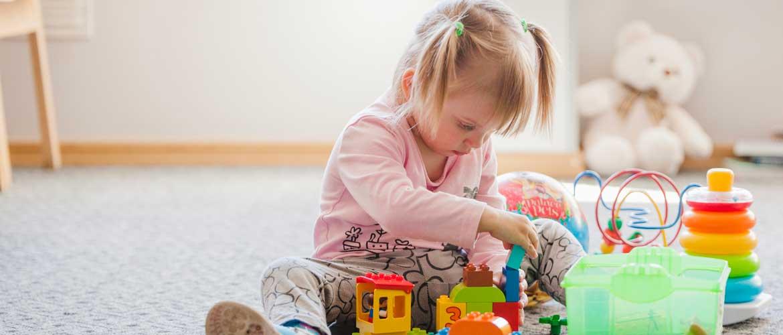 """niña jugando 1 - Bracho en la Mesa de Infantil: """"No mantener la subvención supondría un absoluto descalabro económico"""""""