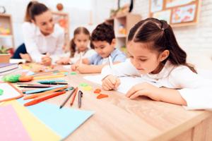 niños dibujando web - ACADE ONLINE la nueva plataforma para tu teleformación