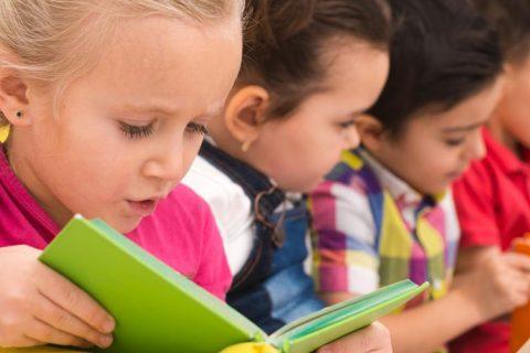 niños leyendo 480x320 - Reunión de ACADE con la consellería de Política Social de la Xunta de Galicia