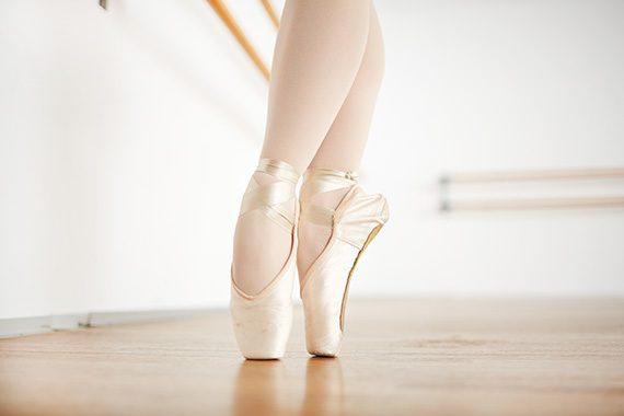 zapatillas ballet clasico 570x380 - Ejercicios para exámenes de danza
